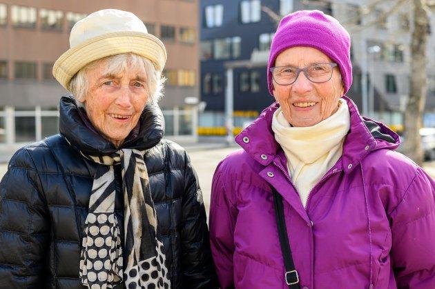 Asbjørg og Agnes på markeringen ved Jaklinsplass.