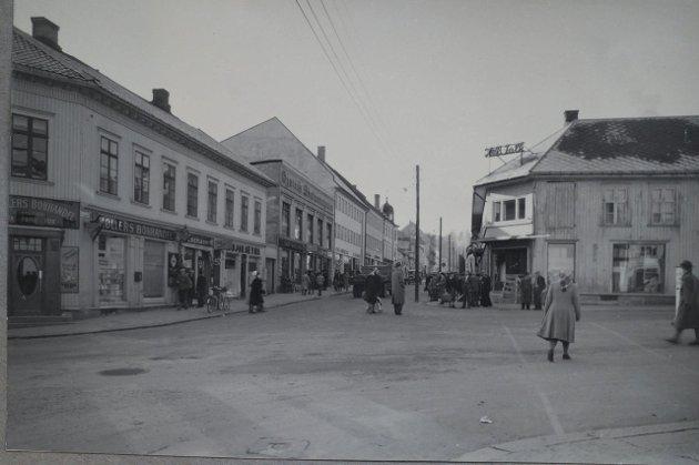 Nelly Westby Knutsen var fotograf i Gjøvik fra 1923 til 1973. oa.no vil presentere endel av det omfattende bildematerialet. Her er Falkhjørnet fotografert ibegynnelsen  av 50- tallet. Foto: Nelly Westby Knutsen/Mjøsmuseet.