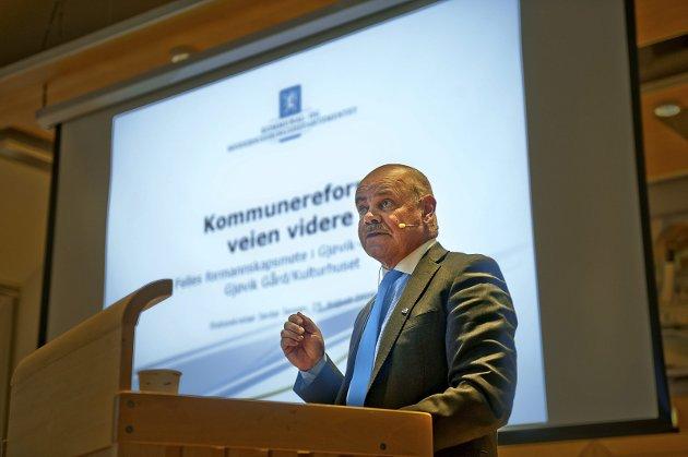 Reform: Statssekretær Jardar Jensen holdt før folkeavstemningen foredrag om kommunereformen til et felles formannskapsmøte i Gjøvikregionen.