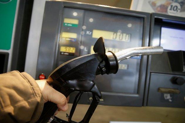 OLJEFOND: – Vi kunne brukt de ekstraordinære nye oljemilliardinntekter til å redusere de statlige avgifter på bensin- og diesel, mener Carl I. Hagen, FrP.