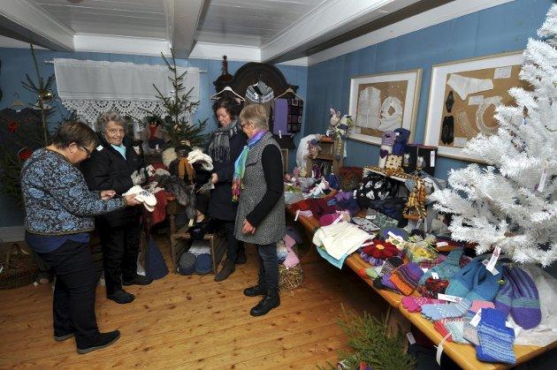 Julemarked på Eiktunet:  Randi Helene Byfuglien, Karin Sveen, Lisbeth vesterås  og Eva Vestli