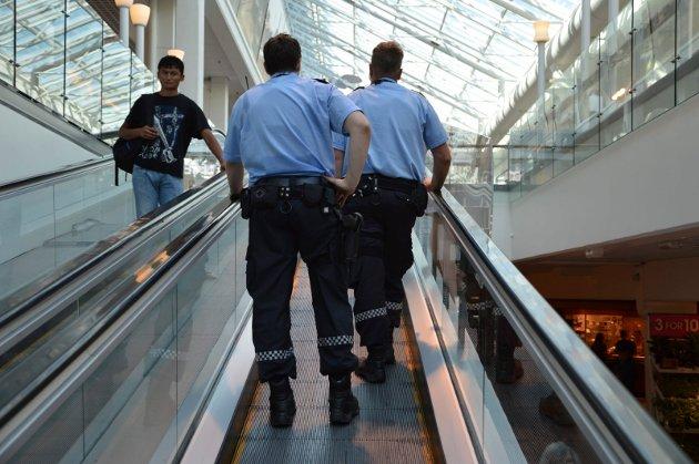 Bevæpnet politi på CC fredag