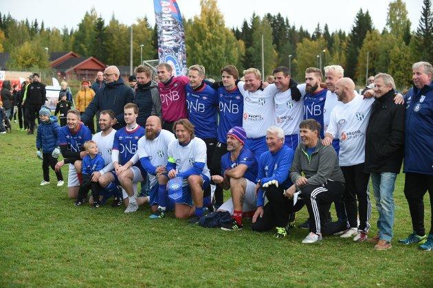 Vålerenga Fotball gjestet Reinsvoll IF med show, legendekamp og fotballmorro på Reinsvoll Idrettspark.