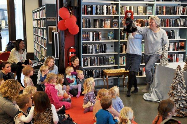 Det bør være et alvorlig varsko at biblioteket i sommer måtte stenge klokken 14 på ukedager og ha stengt på lørdager, skriver Gjøvik SVs toppkandidater.