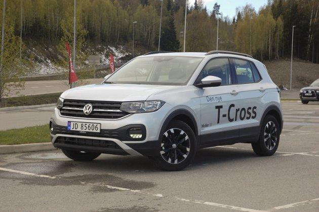 FRISKHET OG DISIPLIN: T-Cross har fått sin helt egen stil innen Volkswagen-familien, men du ser likevel meget godt hvor den kommer fra. FOTO: ØYVIN SØRAA