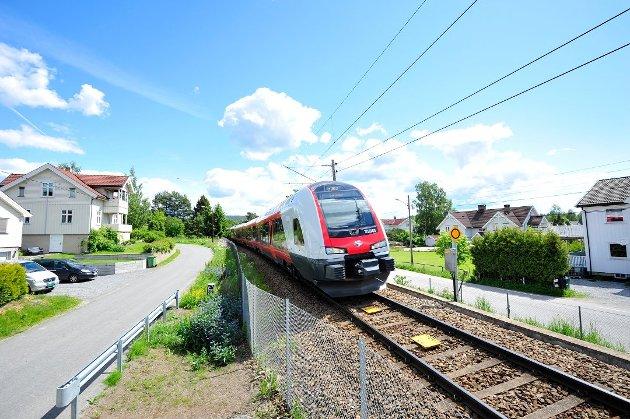 DYRT: – I dag koster det mer å ta toget mellom de store byene i Norge enn det koster å ta fly for samme strekning, påpeker artikkelforfatteren.