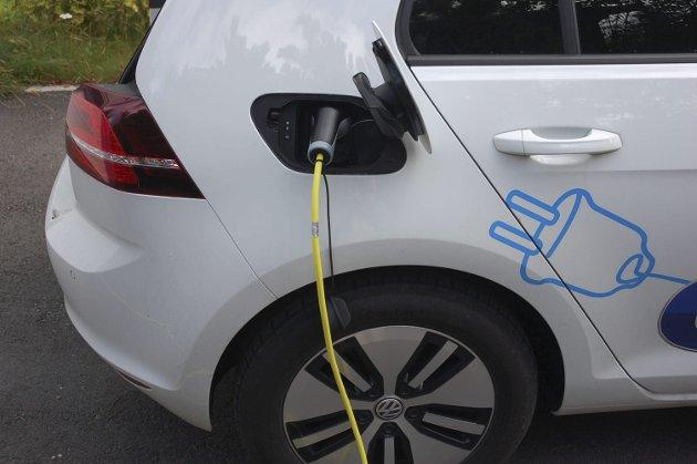 STRØM: – Så lenge det produseres kullkraft i det kraftforsyningsnettet vi i Norge er en del av, gir elbiler større utslipp av klimagasser enn drivstoffdrevne, mener artikkelforfatteren.