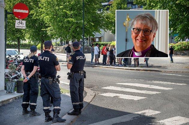 RAMMER: – Ingen vil tilbake til tiden før Brumunddal snudde ryggen til. Å vise engasjement kan gjøres på mange måter, men selvsagt uten å ty til vold, påpeker biskop Solveig Fiske. Bilde fra sist Sian ønsket å markere seg på Gjøvik.
