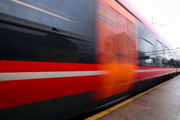 NETT: – Riksrevisjonens undersøkelser av jernbanesektoren viser at driftsstabiliteten i jernbanenettet ikke er forbedret etter at regjeringens jernbanereform ble igangsatt, skriver stortingsrepresentantene.