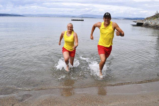 Livredderne er på plass på Ingierstrand. Ane Lillebo Sletten og Gard Øvegaard skal sørge for at du er trygg på stranda i sommer.