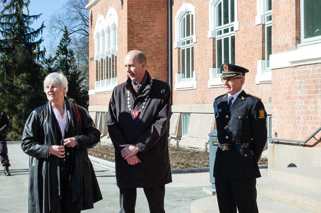 Kronprinsparets besøk i Ås 23.3.2017: Fylkesmann Valgerd Svarstad Haugland, ordfører Ola Nordal og visepolitimester Espen Olafsen.