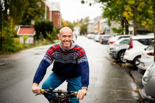 Gisle Bjørneby i Senterpartiet mener kommunen må sikre god parkeringsdekning for bil i framtida.