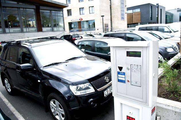 Kort vei til alt: Selv med masse gratis parkering, klager folk i Larvik på avstander og parkeringsproblemer.arkivfoto