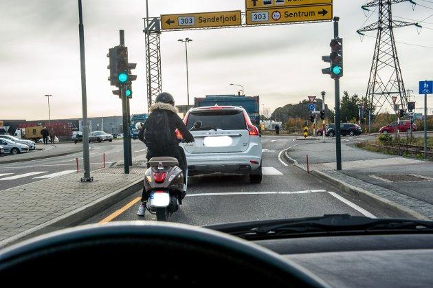 Hvis det på grunn av flyten av all trafikk, må det kanskje bygges en trafikkmaskin som ivaretar alle trafikanter på Øya. Hvem skal i så fall betale regninga? undrer Tore Tønder.
