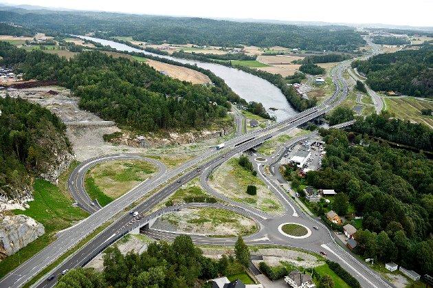 BOMMESTAD: Jernbanestasjon må ligge et sted der de som bor i kommunen enkelt kan komme til og fra. Legg den nye stasjonen til Bommestad, skriver Per Anders Lund.