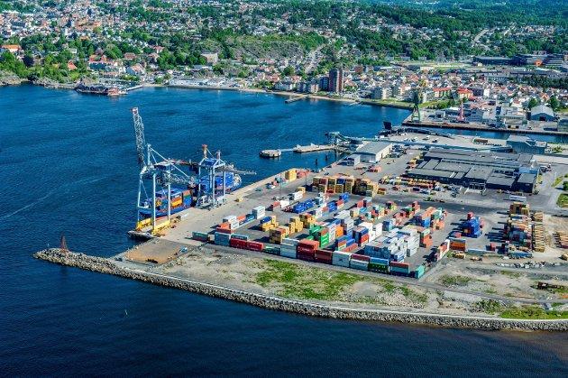 Skal konteinerhavnas flotte beliggehet heller brukes til kontorarbeidsplasser, badeplasser og et alternativ for å trekke til seg en ny generasjon til Larvik?