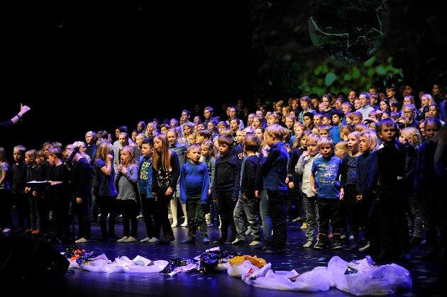 Forestilling med elever fra Jordet skole «Bare en jord»