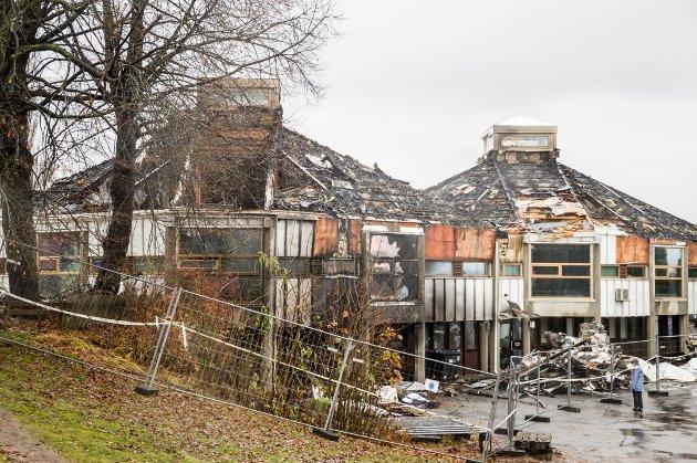 BADEPARKEN: Artikkelforfatteren vil ha biblioteket bygd opp igjen der det ligger.