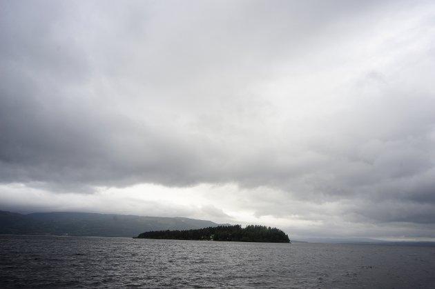 Utvika  20110724. Utøya, åstedet der Breivik utførte massakeren, slik man ser øya fra brygga ved Utvika camping søndag ettermiddag. Foto: Sindre Thoresen Lønnes / Scanpix