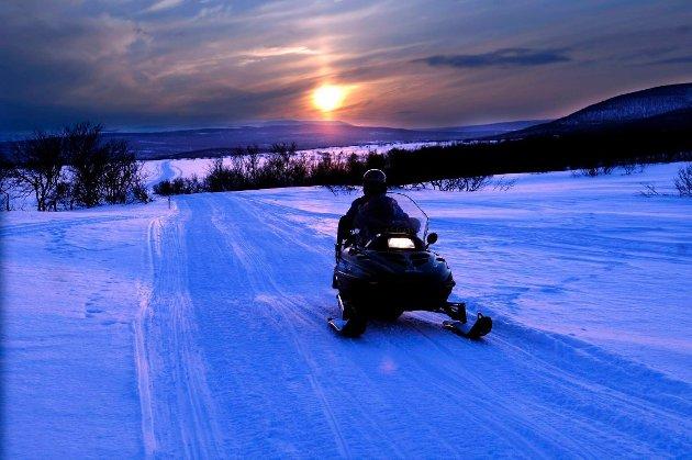 Sjefredaktør Marit Ulriksen, er tilhenger av både snøscooter og ski.