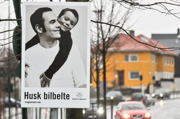 Kampanjeskilt for bilbeltekampanjen til Statens vegvesen