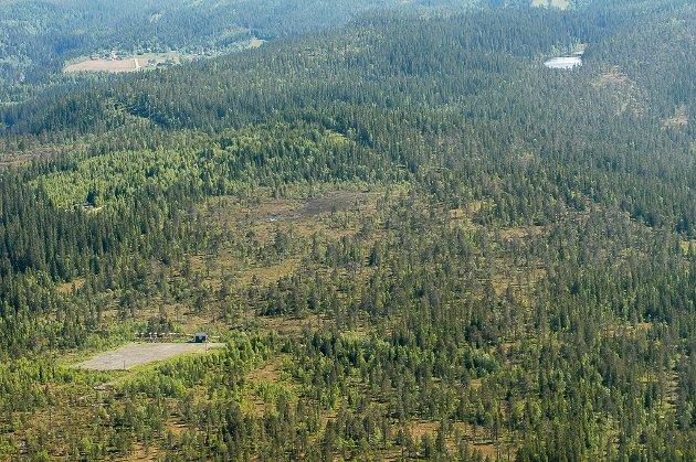 Flyfoto tatt over Mo i Rana i 2007. Oversikt over området for ny flyplass.