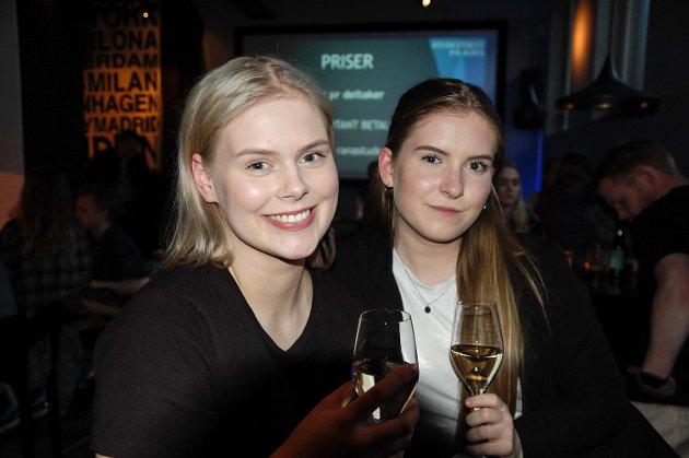 Maja Skjærvik og Guro Aalberg frå Mo i Rana hadde også tatt seg turen til Koks på skjærtorsdag. Når man skal ha bypåske syns de det var stas at det det ble arrangert påskequiz.
