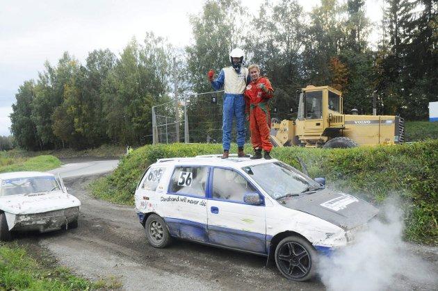 SEIERDANS PÅ TAKET: Daniel Nordby og junioren Marcus Nysveen Haug brukte begge samme Space Wagon. Liberg ble klubbmester med kjerra fra det ytre rom.