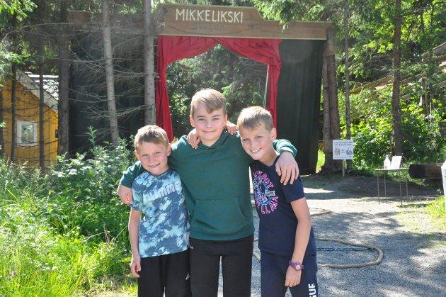 FORNØYDE: F.v. Sander Mørdre Olsen (7), Håkon Mørdre (12) og Emil Mørdre Olsen (9) fra Lillehammer og Årdal storkoste seg på åpningen.
