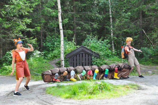 På mandag var det premiere på et helt nytt familieteater med navn Duste-Mikkel i Mikkeliksi-skogen. Teateret skal spilles fram til 9. august.