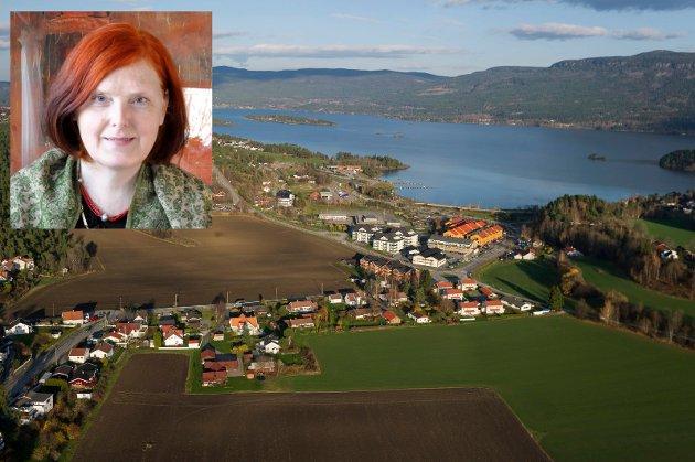 Dersom rådmannen og politikerne insisterer på kutt, må de naturligvis begynne hos seg selv, mener Eva Bekkelund-Eriksen.