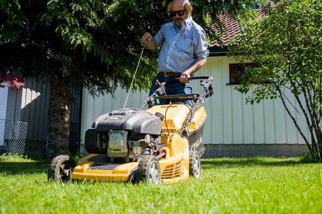 """Jim Gallagher mener det må være greit å ha et """"vindu"""" fra 11-16 på søndager der hagearbeid er helt normalt."""