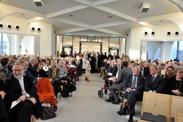 Ikke alle fikk sitteplass da Hønefoss kirke åpnet dørene for første gang.