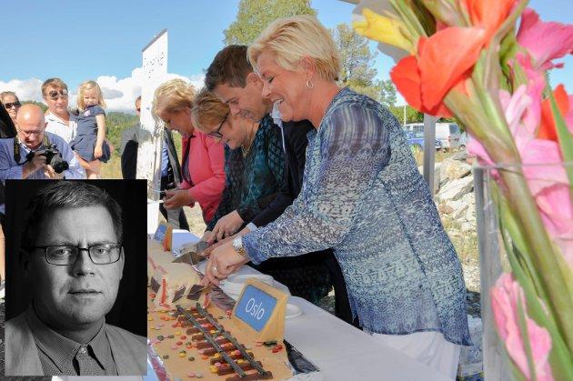 – Spar oss for kakespisingen. Den kan vi ta ombord i en av vognene på første avgang, dersom ikke kremen da forlengst har surnet, skriver Øyvind Lien.
