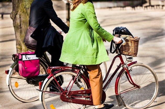 Hans Høyer påpeker dårlig kultur blant bilister i Hønefoss, særlig i møte med syklister.