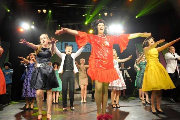Hairspray med Nicolay Sørensen i rollen som Edna Turnblad.