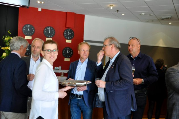 Mingling på Scandic Hønefoss.  Trådmann Tore Isaken, Jan Helge Østlund, Mats Øieren og Runar Johansen.
