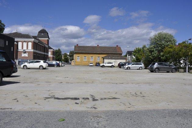 Provoserende planer om fortsatt bilparkering her, mener Lise Bye Jøntvedt. Foto: Anne Gro Christensen