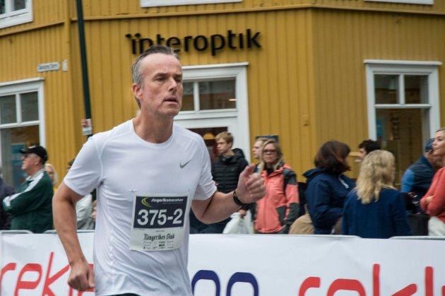 Espen Qvist løper ut fra Hønefoss.
