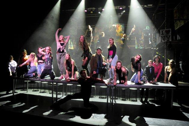 Flott: Scenografi og koreografi er til tider glitrende i Rent på folkehøgskolen.