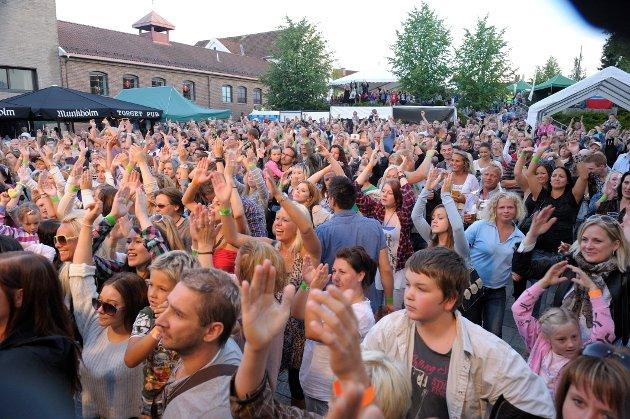 2011. Publikum både sang og klappet gjennom hele konserten med Erik og Kriss.