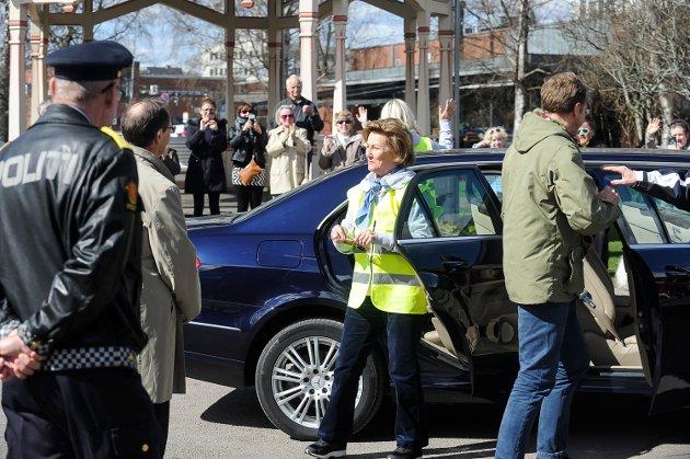 Sandefjord Søppelplukkerlag med søppeldronning Rannveig Horntvedt fikk besøk av Dronning Sonja og Kronprinsesse Mette-Marit.