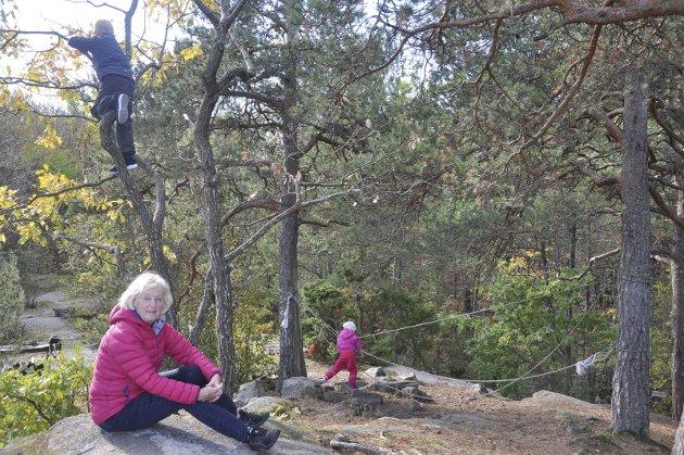RØDSÅSEN: Pannekakefjellet, med den flotte skogen inntil og kyststien, vil med den planlagte utbyggingen bli helt ødelagt, skriver Sissel Eliassen. Foto: Privat