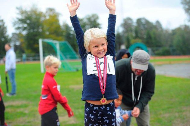 Madelen Christoffersen Kvalå tok seg en tur på seierspallen etter løpeturen.