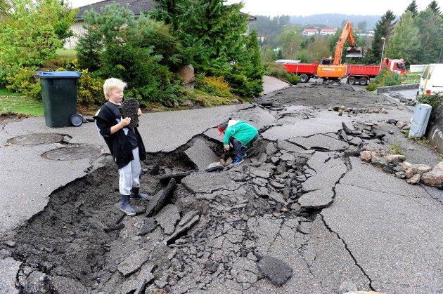 11. SEPTEMBER 2011: Bokfinkveien i Rismyhrfeltet var rasert av store vannmengder.