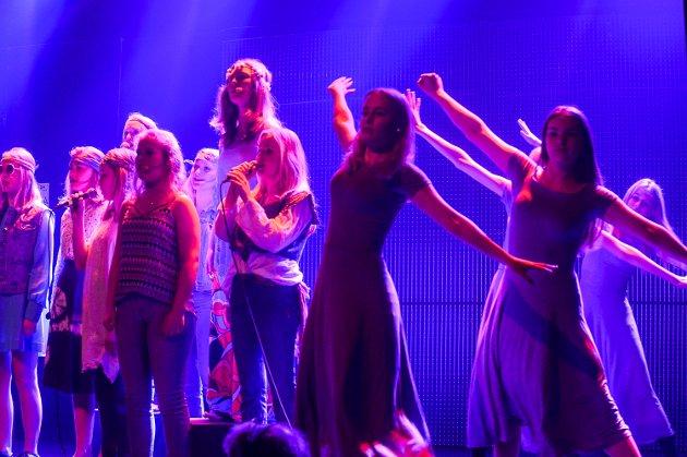 Breidablikk Teaterverksted med premiere på forestillingen Yesterday.