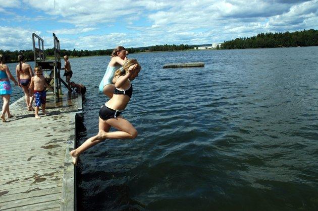Jan Häckert fra Fredrikstad mener at det er patetisk at Sarpsborg kaller seg for Solbyen. Han mener det er umulig at en innlandsby kan ha flest soldager i Norge.
