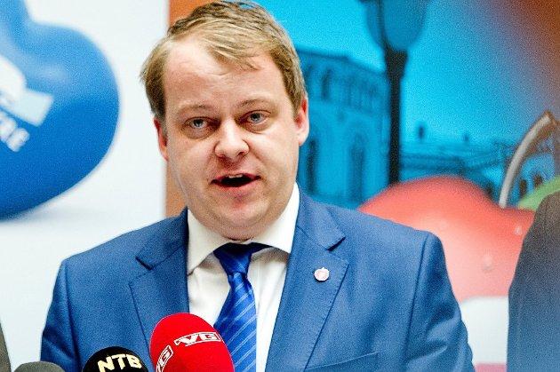 Stortingsrepresentant Erlend Wiborg (Frp) gir her svar på et innlegg skrevet av Stein Erik Lauvås, stortingsrepresentant og leder i Østfold Ap. «Aps stortingsrepresentanter fortsetter dessverre å bløffe om pensjonsreformen. De hevder at de ikke har ansvaret for den, noe som er veldig underlig - all den tid den ble lagt frem av Ap, SV og Sp i den rødgrønne regjeringen og vedtatt av samtlige partier, med unntak av Frp», skriver Wiborg. (Foto: Jon Olav Nesvold, NTB Scanpix)