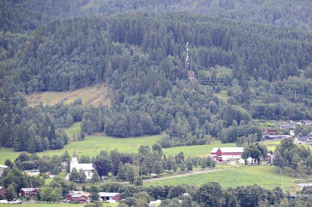 Vi må ha tomter å tilby de som vil flytte til Surnadal, skriver Nils Petter Tonning. Buhagen Vest ligger helt til høyre i bildet. (Arkivfoto: Tor Helge Solli)