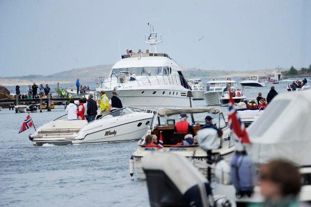 HAR FÅTT NOK: Vis hensyn til unger i båt, er Stine-Marie Schmedlings budskap til førere av store, raske motorbåter. Hun har fått nok av villmannskjøring på sjøen.